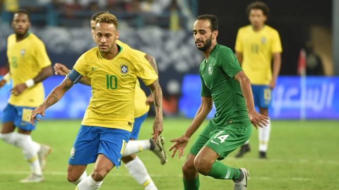 Neymar (l.) stand in Brasiliens Startelf