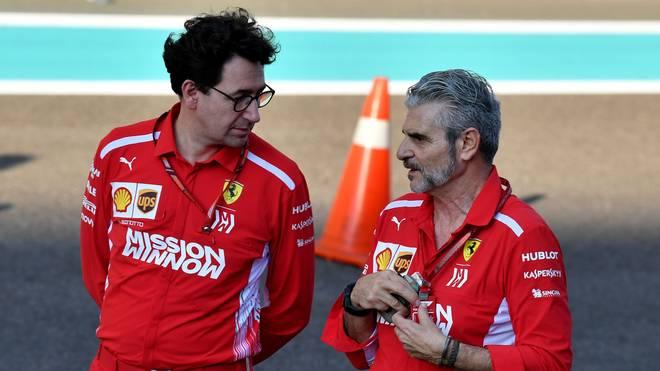 AUTO-PRIX-F1-UAE-ABU DHABI-PREVIEWS Maurizio Arrivabene (r.) und Mattia Binotto trugen in der Saison 2018 einen internen Machtkampf bei Ferrari aus