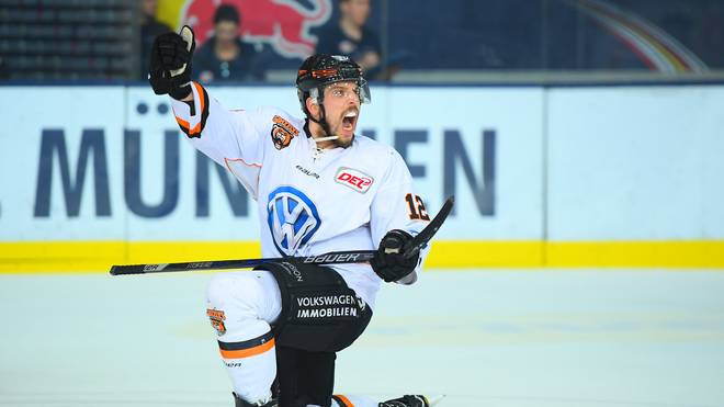 EHC Muenchen v Grizzlys Wolfsburg - DEL Play-Offs Final Match 1