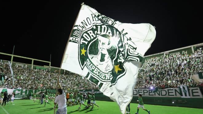 Brasilien, Flugzeug-Absturz: Associacao Chapecoense schaft Klassenerhalt, Chapecoense sichert sich am letzten Spieltag in Brasilien den Klassenerhalt