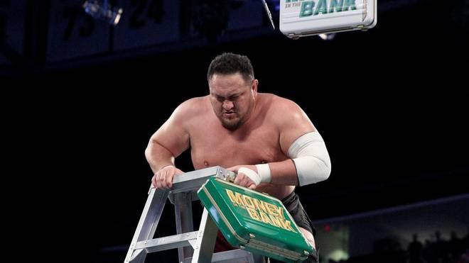 Samoa Joe hängte den Money-in-the-Bank-Koffer zu Beginn von WWE SmackDown Live symbolisch ab