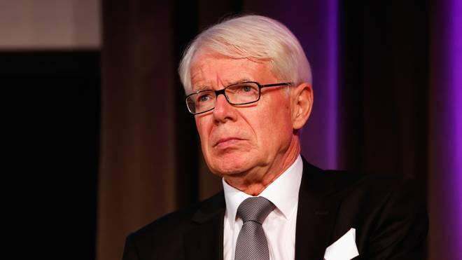 DFL-Präsident Reinhard Rauball blickt grimmig