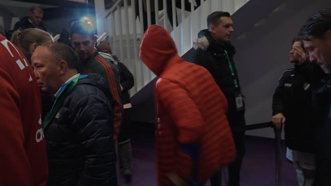 Thiago verließ auf Krücken gestützt das Stadion