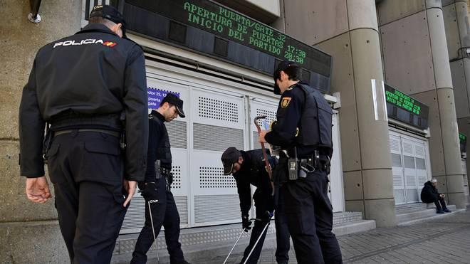 Vorwurf der Wettmanipulation in Spanien: Mehrere Spieler vorläufig festgenommen, In Spanien nimmt die Polizei bei verschiedenen Razzien mehrere Spieler fest