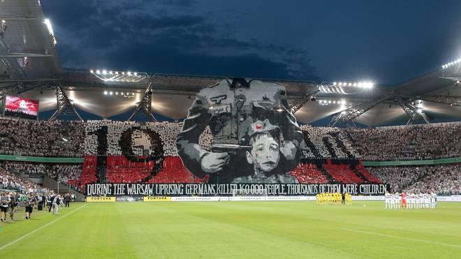 Die Fans von Legia Warschau erinnern an den Warschauer Aufstand von 1944