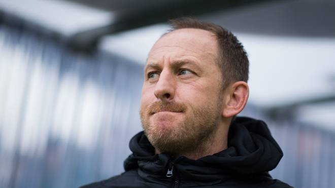 Torsten Lieberknecht sitzt am Abend erstmals beim MSV Duisburg auf der Trainerbank