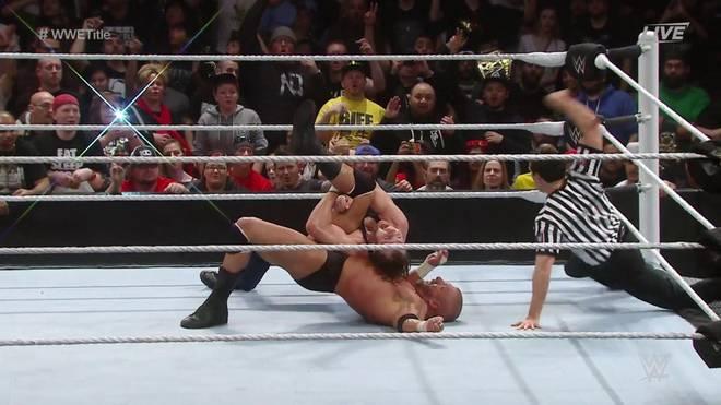 Dean Ambrose schien WWE World Champion Triple H bei Roadblock besiegt zu haben