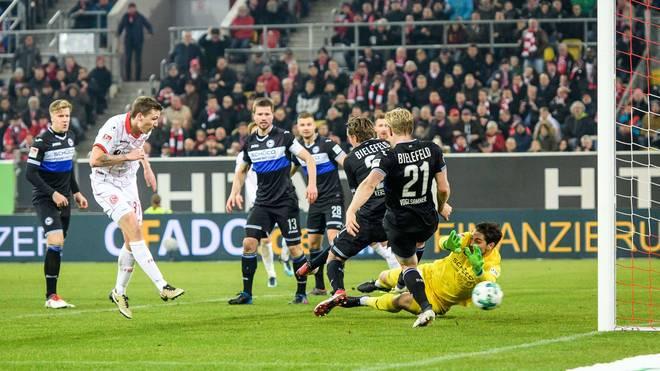 Fortuna Düsseldorf feiert den Sieg gegen Arminia Bielefeld