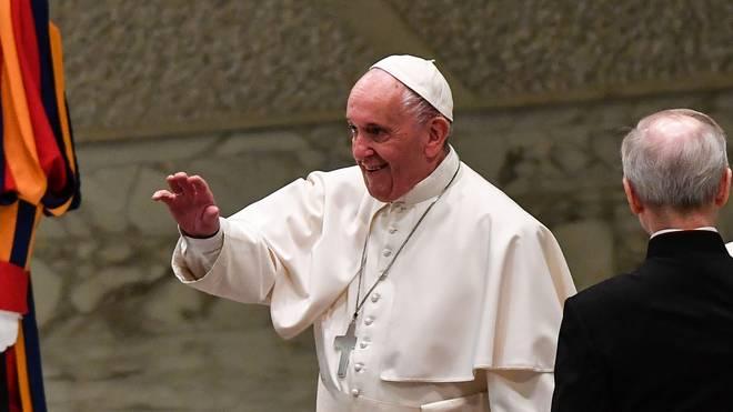 Papst Franziskus kritisiert die Rolle des Geldes im Fußball