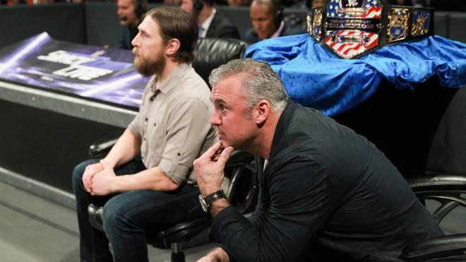 Daniel Bryan (l., mit Shane McMahon) zog bei WWE das Finale des US Title Tournament vor