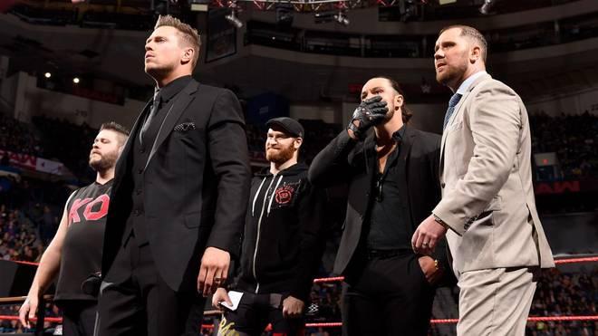 The Miz (l.) wurde bei WWE Monday Night RAW mit mehreren Personal-Nachrichten überrascht