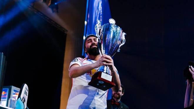 Cihan mit dem ESLM Pokal