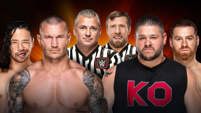 Sami Zayn und Kevin Owens (r.) treffen bei WWE Clash of Champions 2017 auf Randy Orton und Shinsuke Nakamura - in der Mitte: die Ringrichter Shane McMahon und Daniel Bryan