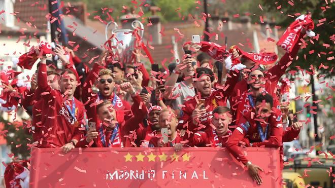Georginio Wijnaldum ließ sein Handy bei der Siegesparade des FC Liverpool vom Bus fallen
