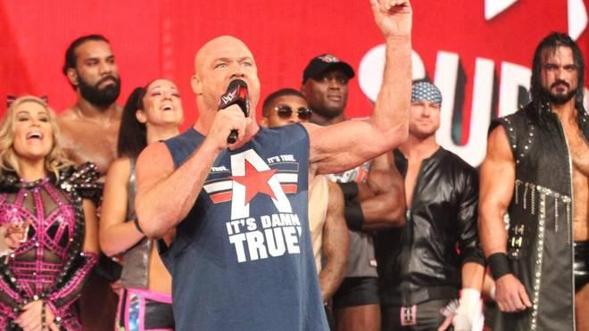 Zu Beginn der Show zeigte sich Kurt Angle noch selbstbewusst, am Ende lachte jedoch Drew McIntyre (r.)