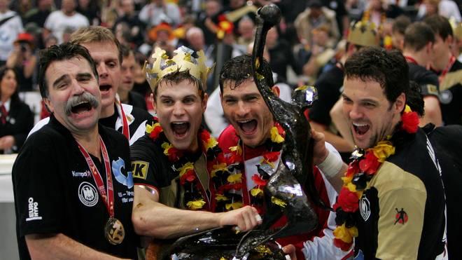 Michael Kraus (2.v.l.) holte 2007 unter Bundestrainer Heiner Brand sensationell den WM-Titel