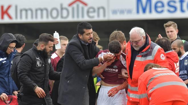Wattenscheids Matthias Tietz verletzte sich im Spiel bei Wiedenbrück schwer