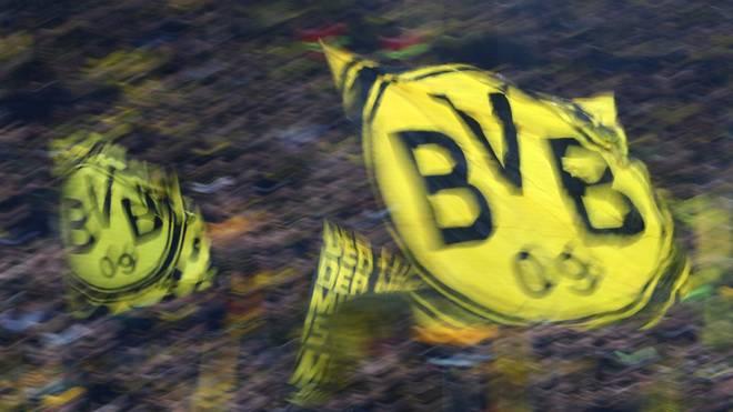 Borussia Dortmund: Plakat-Aktion mit BVB-Spielern - Staatsschutz ermittelt, In der Dortmunder Innenstadt tauchten Plakate gegen Rechtsextremismus mit BVB-Logo auf
