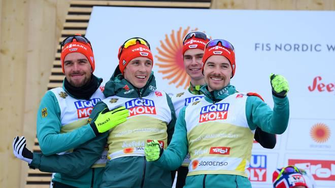 Eric Frenzel (2.v.l.) durfte sich mit der DSV-Staffel über die Silbermedaille freuen
