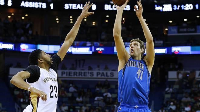 Dirk Nowitzki (r.) und Anthony Davis (l.) kamen beide auf 23 Punkte