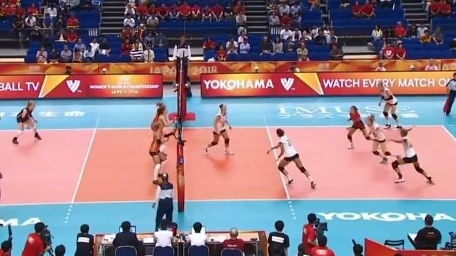 Die deutschen Volleyballerinnen starten mit einer unglücklichen Niederlage gegen die Niederlande in die WM