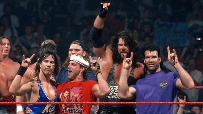 Die Kliq (im Bild: Sean Waltman, Shawn Michaels, Kevin Nash, Scott Hall) prägte den Too-Sweet-Gruß