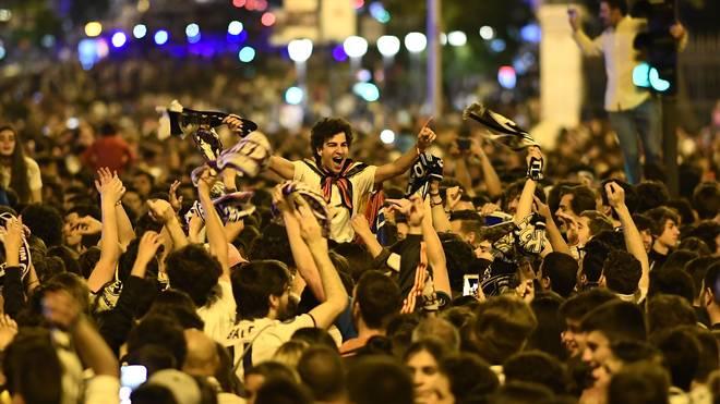 Anhänger von Real Madrid feiern den Gewinn der Champions League
