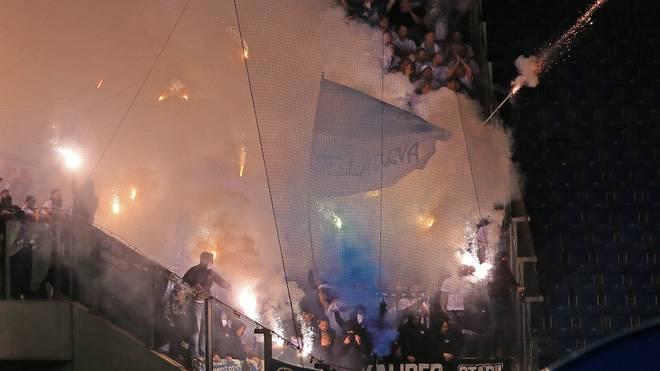 Hertha-Fans zündeln mit Pyro während der Pokal-Partie in Rostock