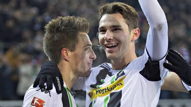 Patrick Herrmann und Branimir Hrgota von Borussia Mönchengladbach jubeln