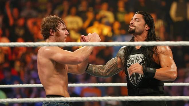 Dean Ambrose (l.) wurden bei WWE Monday Night RAW ein böser Kommentar über Roman Reigns in den Mund gelegt