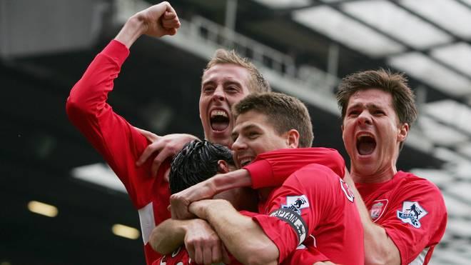 Peter Crouch (l.) und Xabi Alonso (r.) spielten von 2005 bis 2008 gemeinsam für den FC Liverpool