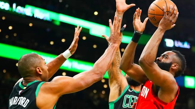 James Harden (r.) war mit 42 Punkten der Topscorer in der Partie gegen die Boston Celtics