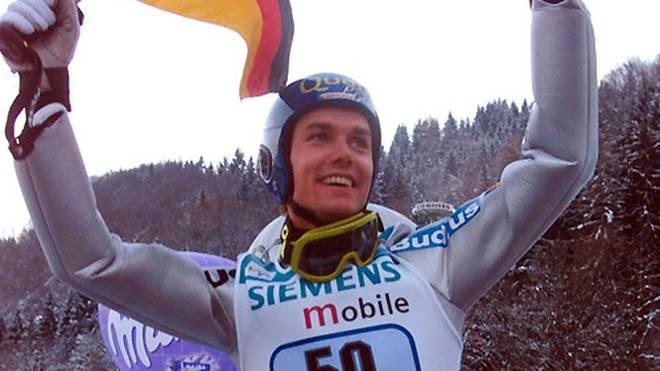 Sven Hannawald ist der letzte deutsche Gewinner bei der Tournee. Sensationell gewinnt er 2002 alle vier Springen, bis heute unerreicht. Im Vorfeld der diesjährigen Tournee scheint ein Gesamtsieg möglich. SPORT1 zeigt den Kader des DSV