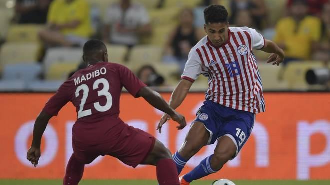 Cecilio Dominguez (r.) verspielte mit Paraguay gegen Katar einen Sieg