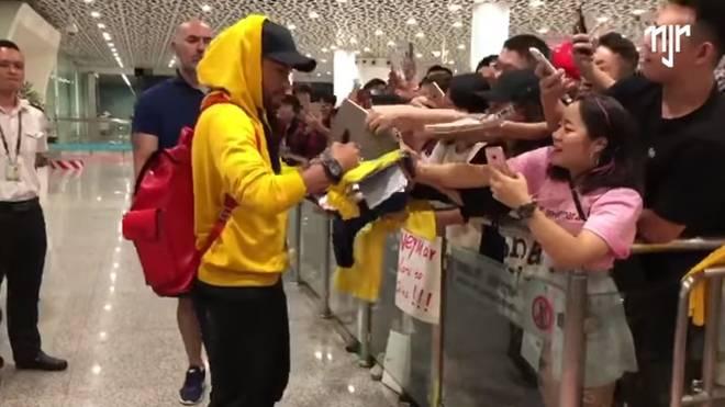 Neymar wird von chinesischen Fans begeistert empfangen