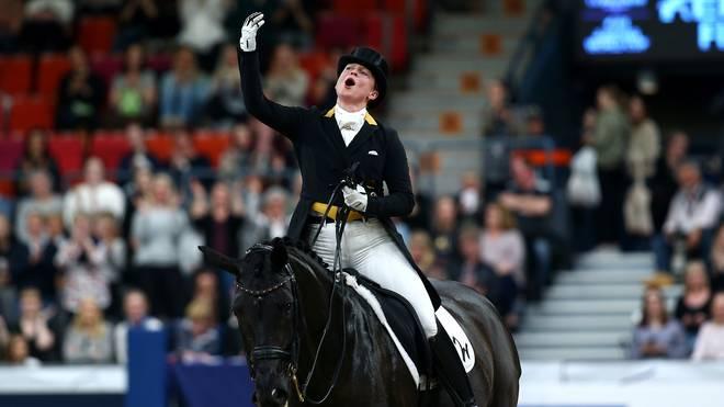Reiten, CHIO: Isabell Werth gewinnt Großen Dressur-Preis von Aachen, Isabell Werth feiert ihren Sieg beim CHIO in Aachen