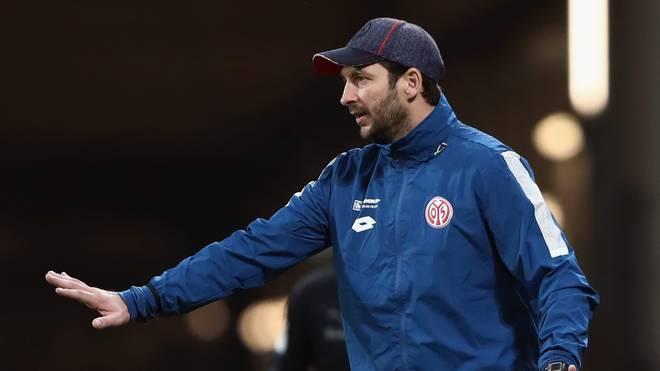 Sandro Schwarz trainiert die erste Mannschaft der Mainzer seit Juli 2017
