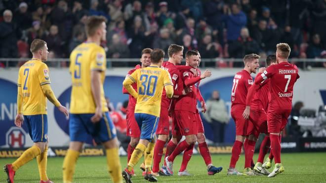 Heidenheim bejubelt das 1:0 durch Denis Thomalla gegen Braunschweig