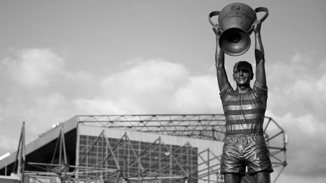 Vor dem Stadion von Celtic Glasgow steht eine Statue von Billy McNeill