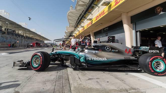 Lewis Hamilton schrammte an einem heftigen Unfall vorbei