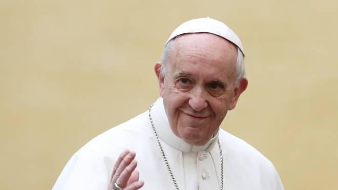 Papst Franziskus erhielt den Helm des tödlich verunglückten Ayrton Senna als Geschenk