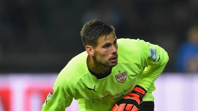 Thorsten Kirschbaum vom VfB Stuttgart wirft den Ball ab
