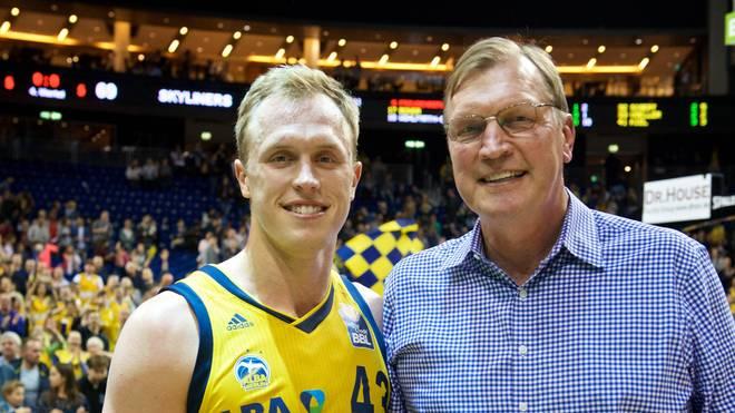 Luke Sikma mit seinem Vater Jack, einem siebenmaligen NBA-Allstar