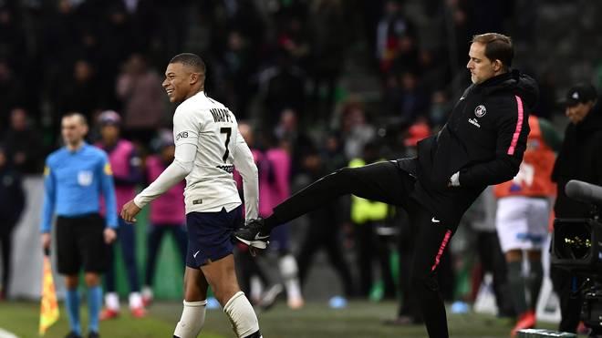Kylian Mbappe (l.) und Thomas Tuchel wollen mit Paris Saint-Germain ins Viertelfinale