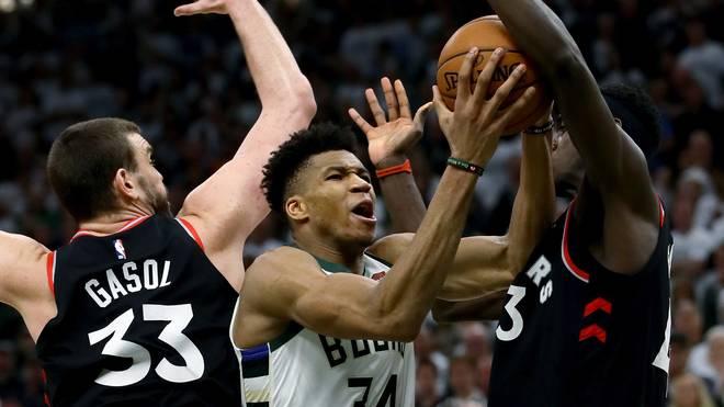 NBA, Playoffs: Milwaukee Bucks schlagen Toronto Raptors - Lopez mit Rekord