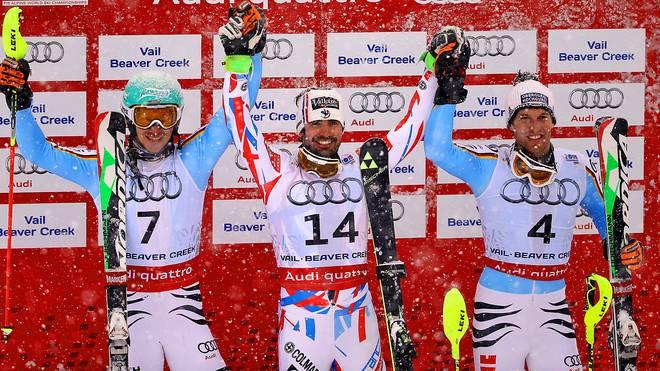 Felix Neureuther (l.) und Fritz Dopfer (r.) mit Slalom-Sieger Jean-Baptiste Grange
