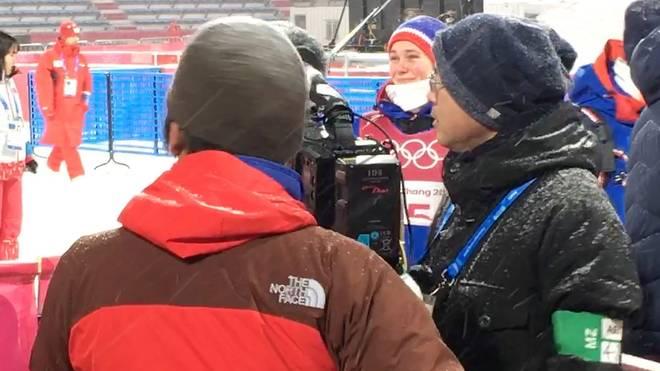 Silje Opseth (h.) vergoss nach dem Skispringen der Frauen minutenlang Tränen der Freude