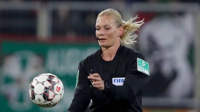 Bibiana Steinhaus ist die erste Frau, die im deutschen Profifußball Spiele der Männer pfeift.