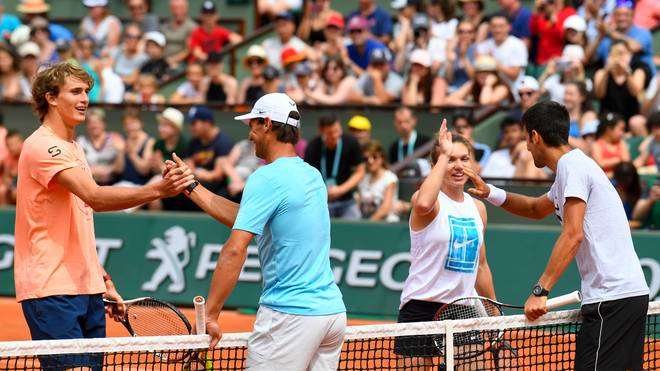 Simona Halep (2.v.r.) und Novak Djokovic (r.) wurden von der ITF ausgezeichnet