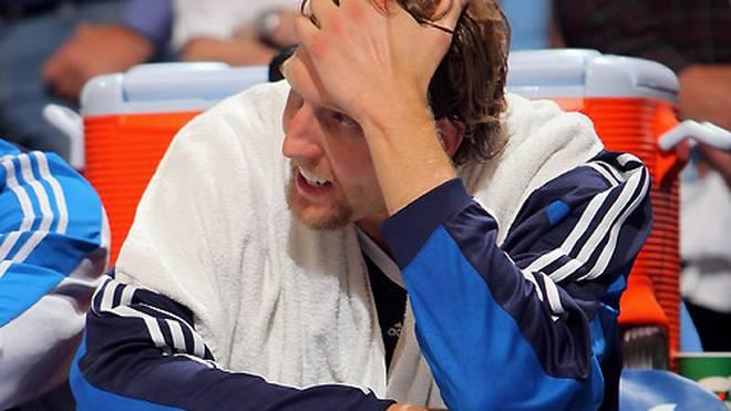 NBA: Dirk Nowitzki fehlt Dallas Mavericks mehrere Wochen , Dirk Nowitzki fällt zum Saisonstart bei den Dallas Mavericks verletzungsbedingt aus